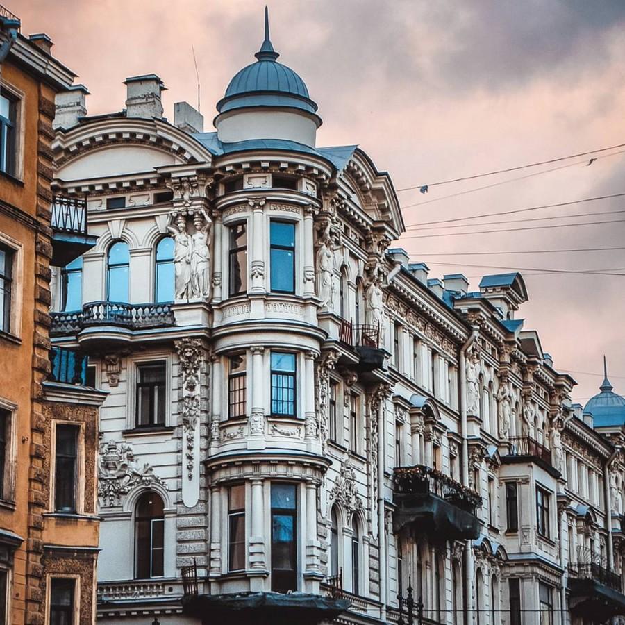 Доходный дом купца С.Е. Егорова в Петербурге (1885). Архитектор: граф Павел Юльевич Сюзор.