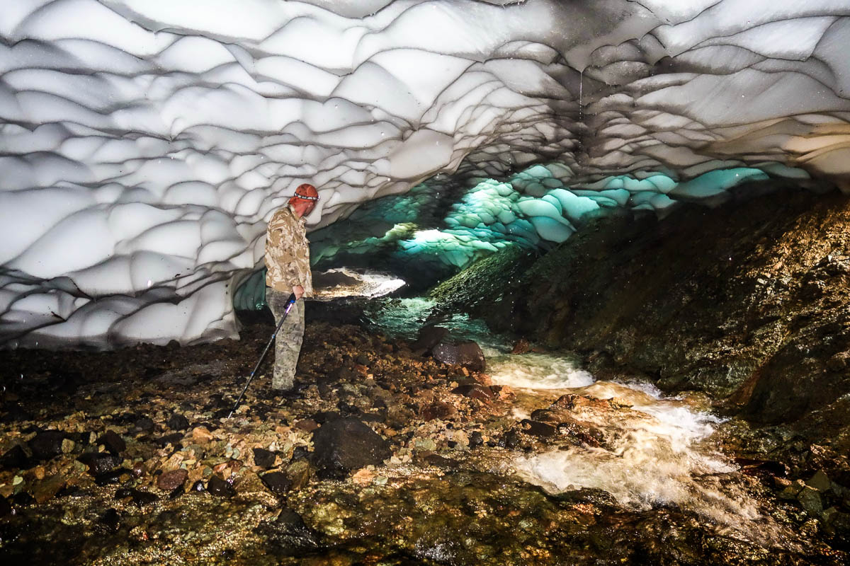 kamchatka-snow-tunnels-5
