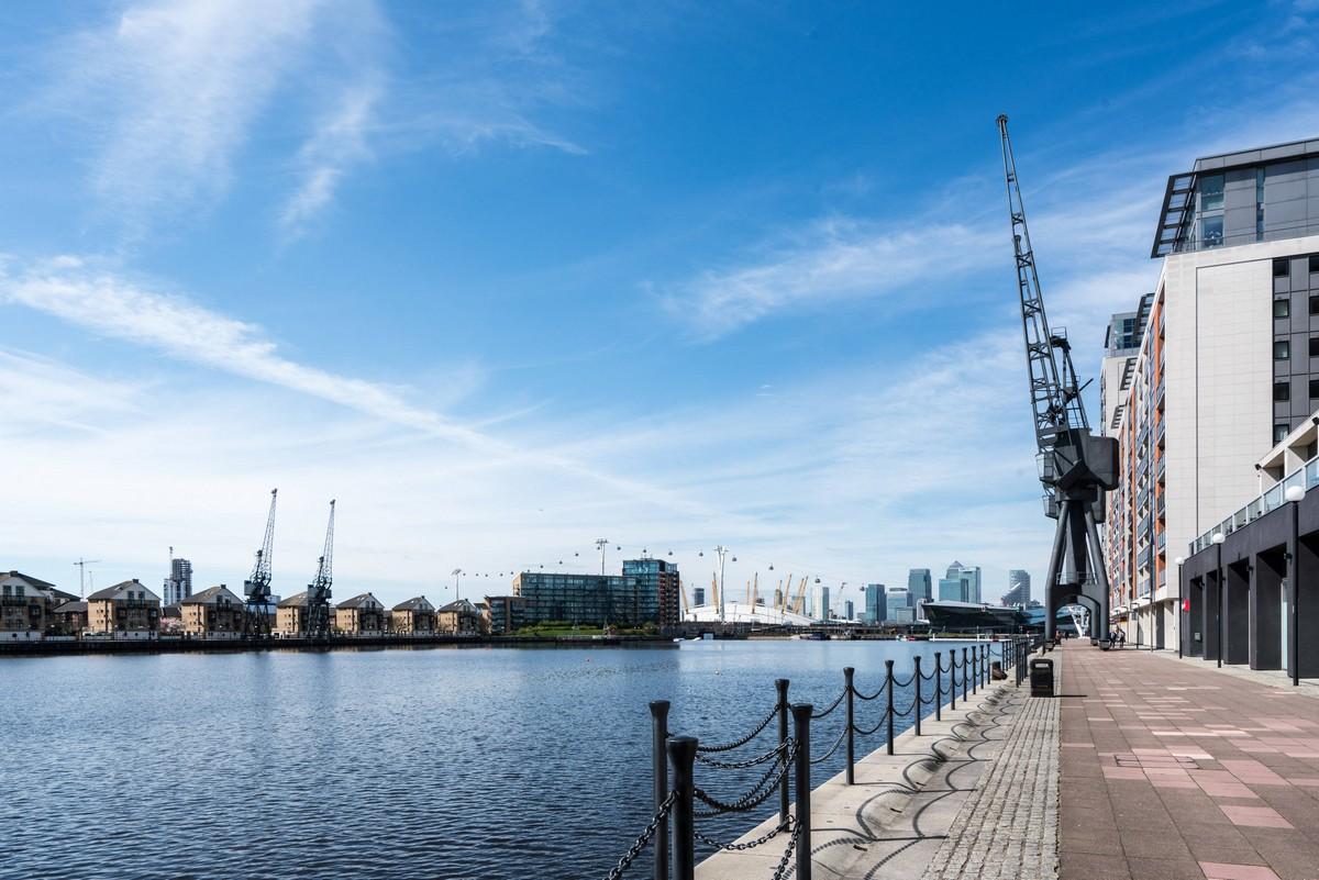 london-uk-greenwich-thames-path-walk-2
