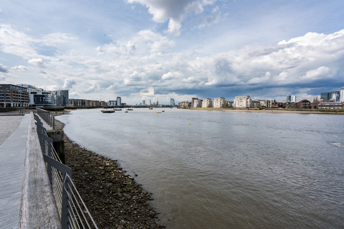 london-uk-thames-path-3
