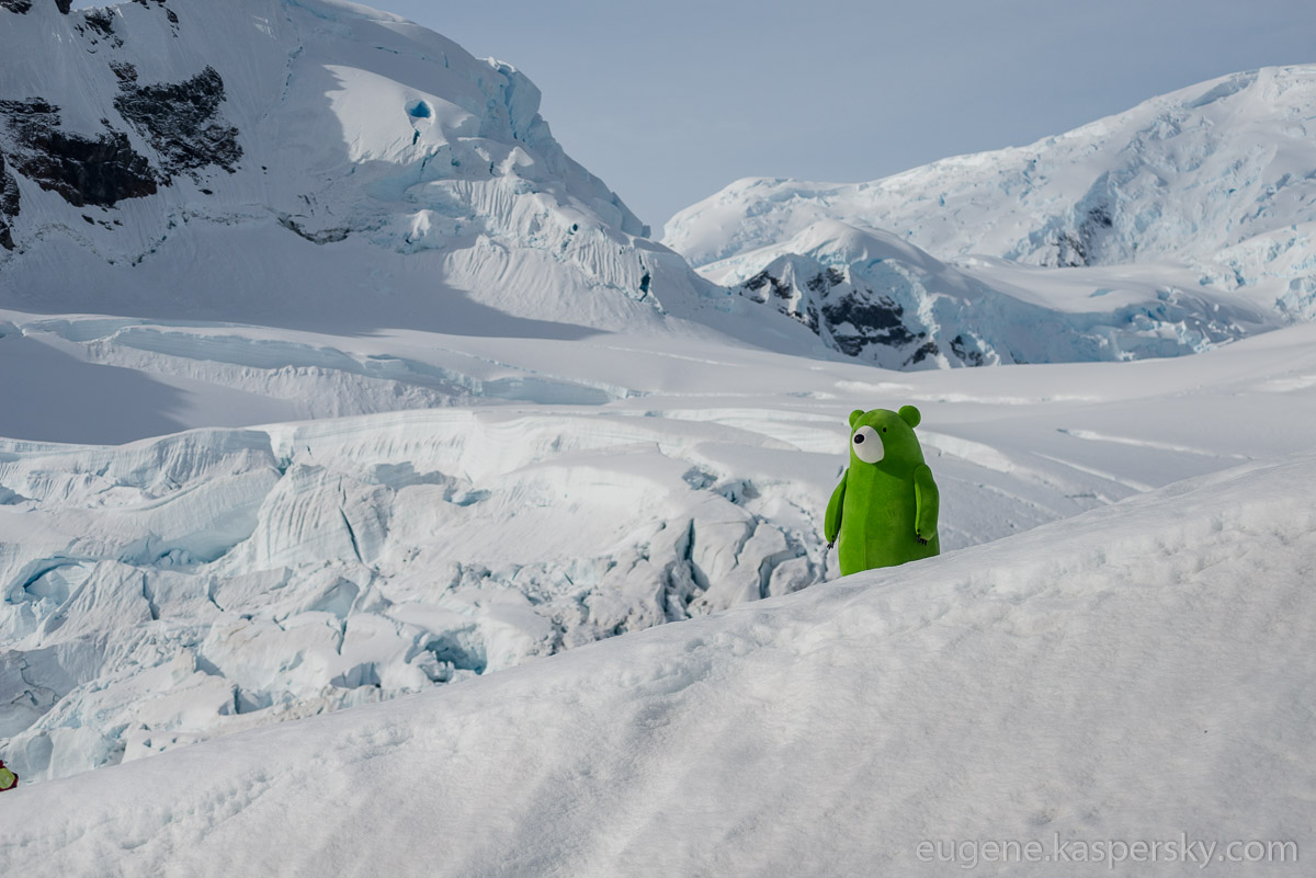 antarctic-biennale-contemporary-art-0