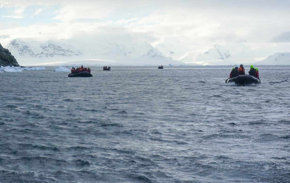 antarctic-biennale-contemporary-art-10