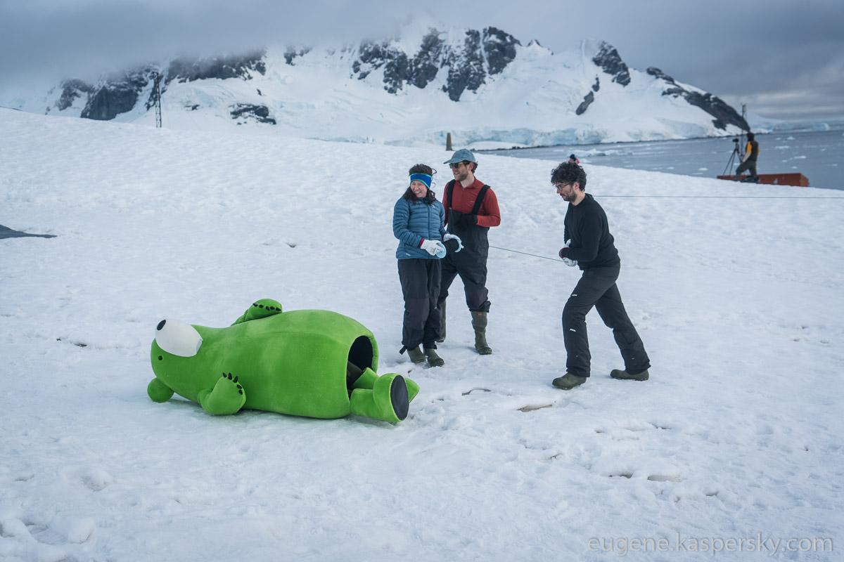 antarctic-biennale-contemporary-art-35