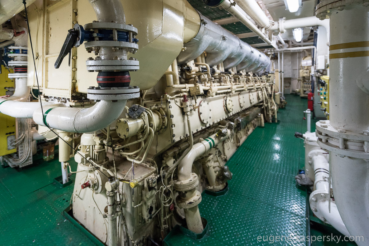 antarctica-sergey-vavilov-vessel-12