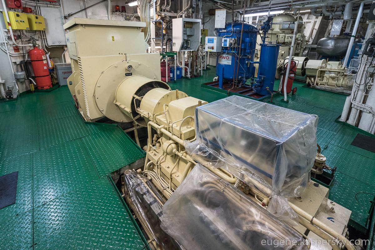 antarctica-sergey-vavilov-vessel-16