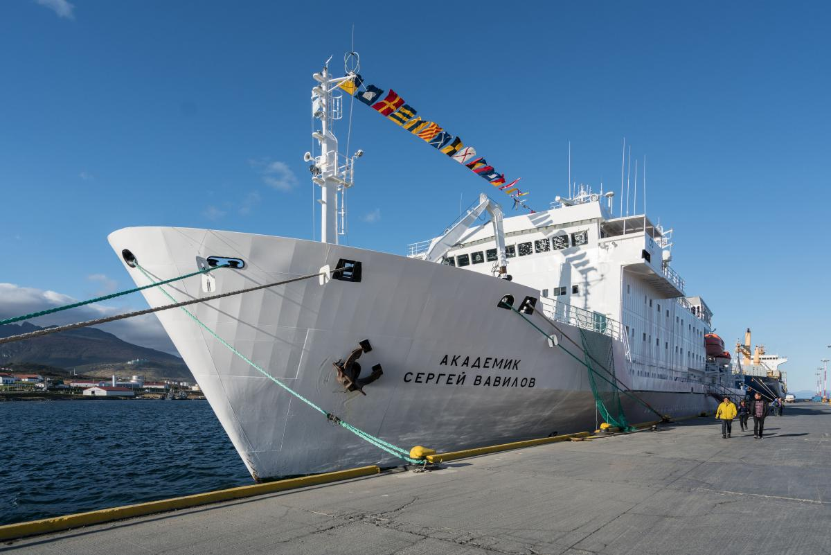 antarctica-sergey-vavilov-vessel-49