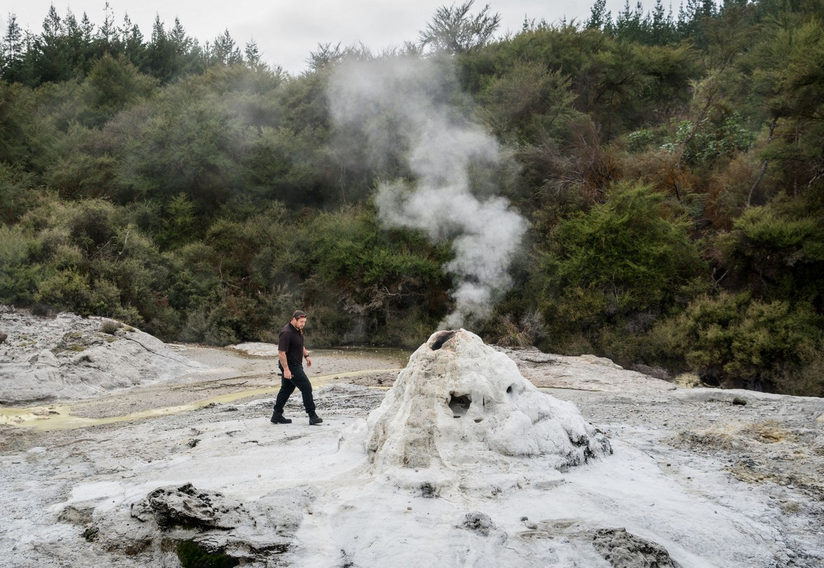 lady-know-soap-geyser-new-zealand-5