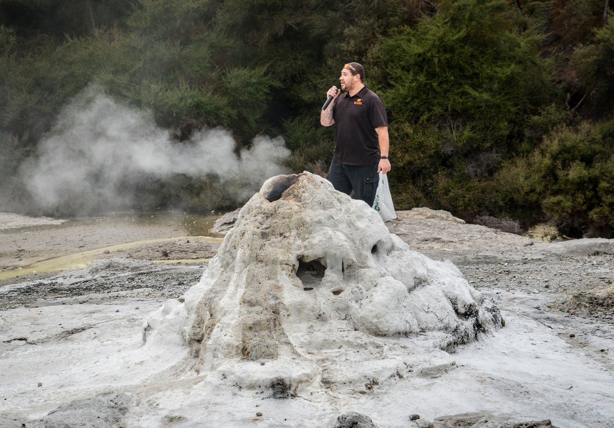 lady-know-soap-geyser-new-zealand-6