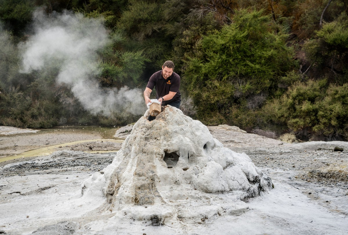 lady-know-soap-geyser-new-zealand-7