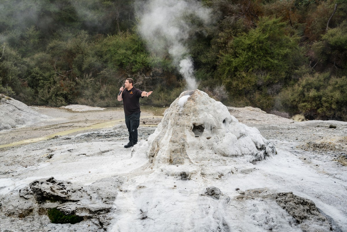 lady-know-soap-geyser-new-zealand-8
