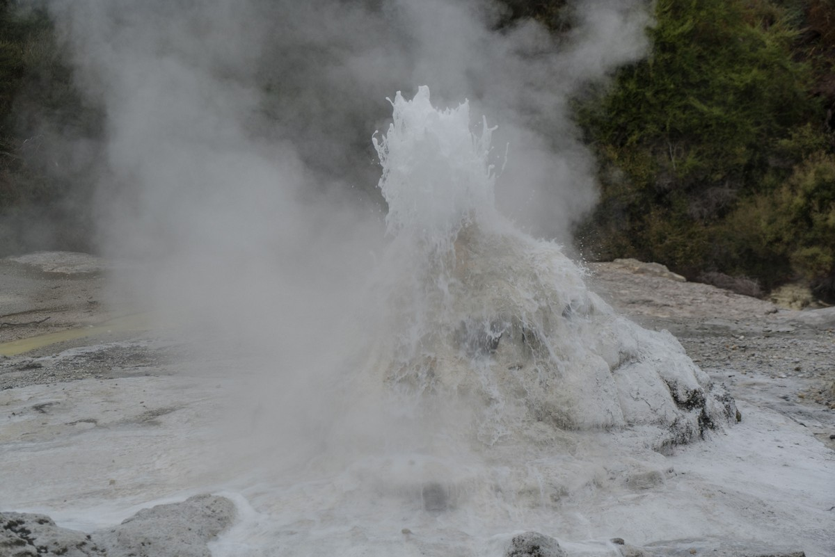 lady-know-soap-geyser-new-zealand-10
