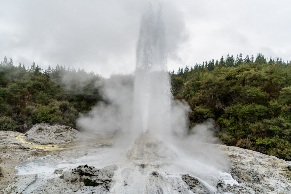lady-know-soap-geyser-new-zealand-12