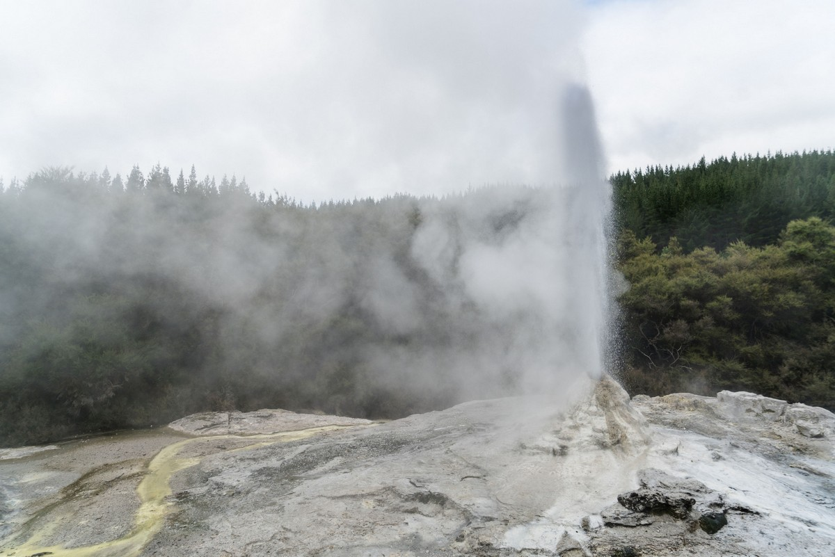 lady-know-soap-geyser-new-zealand-16