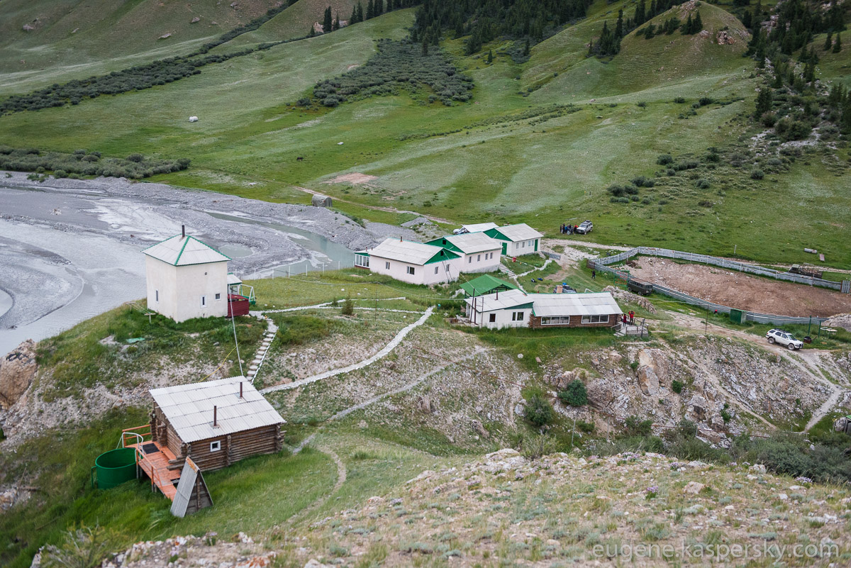 tian-shan-camps-2