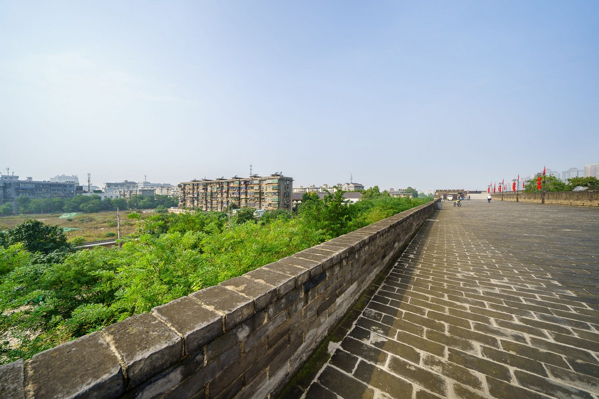 china-xian-city-wall-33