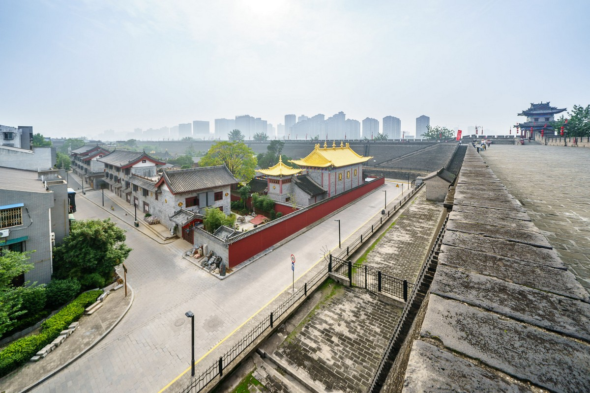china-xian-city-wall-49