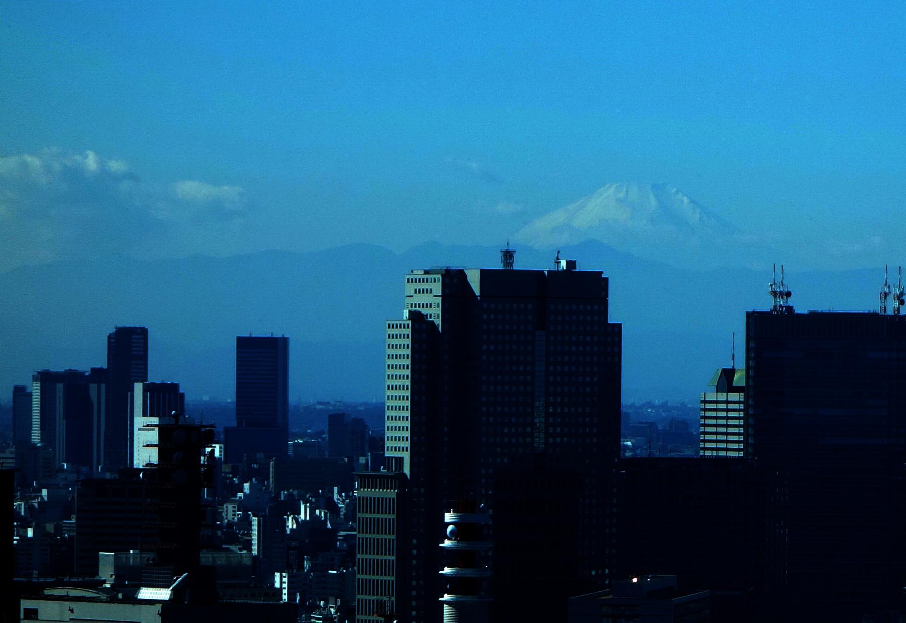 Фуджи-сан, вид из Осаки