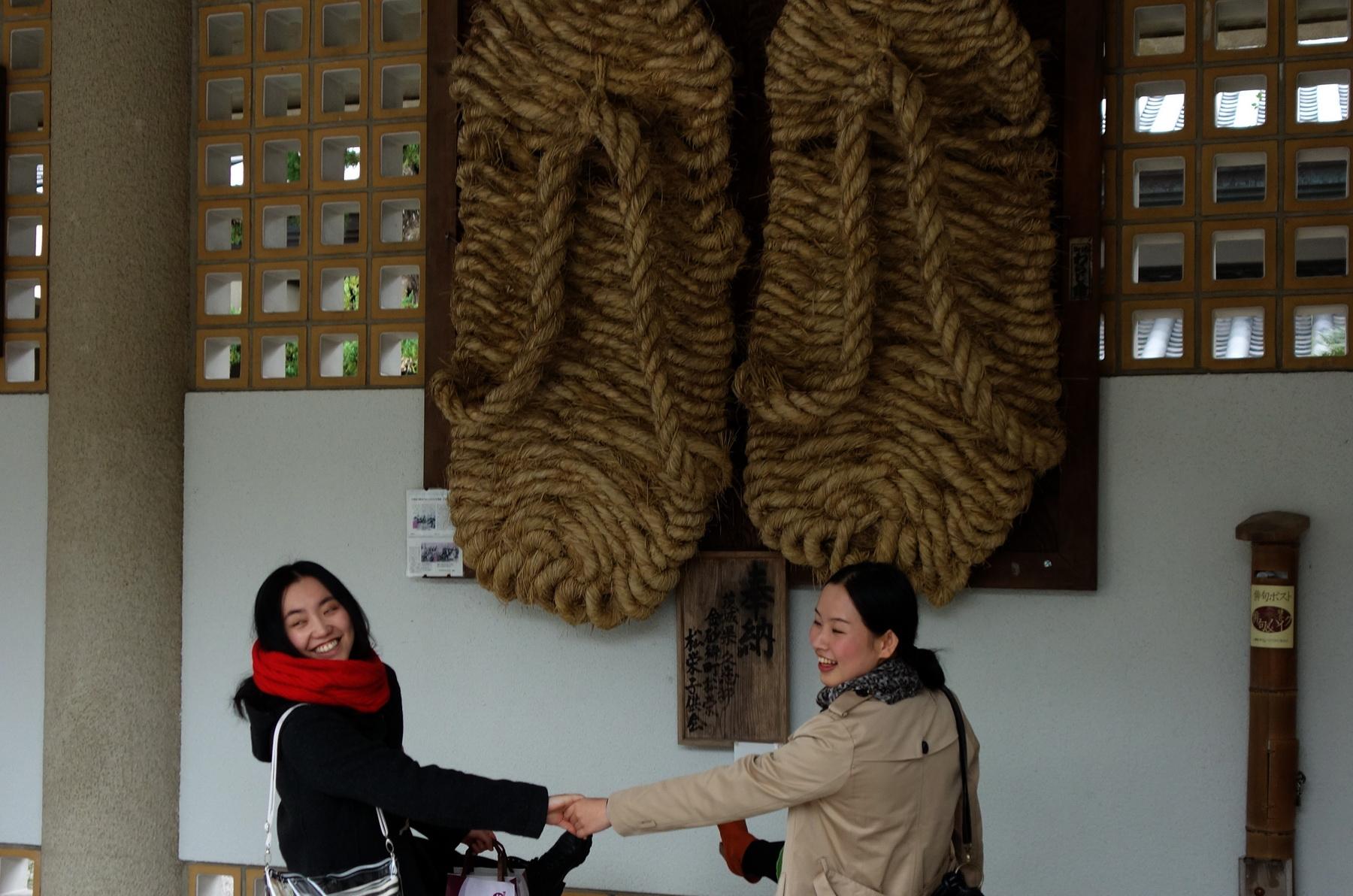 Лапти Будды в Котоку-ин