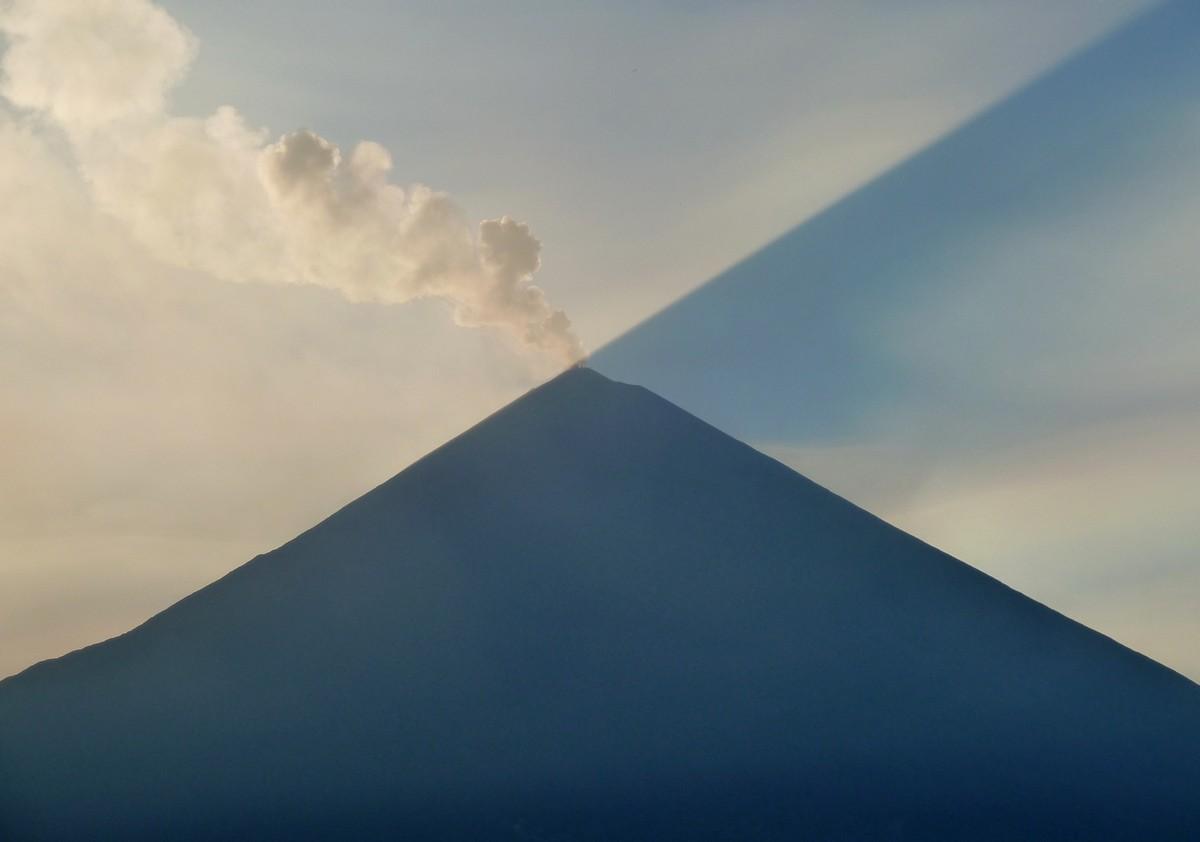 why_volcanoes-2