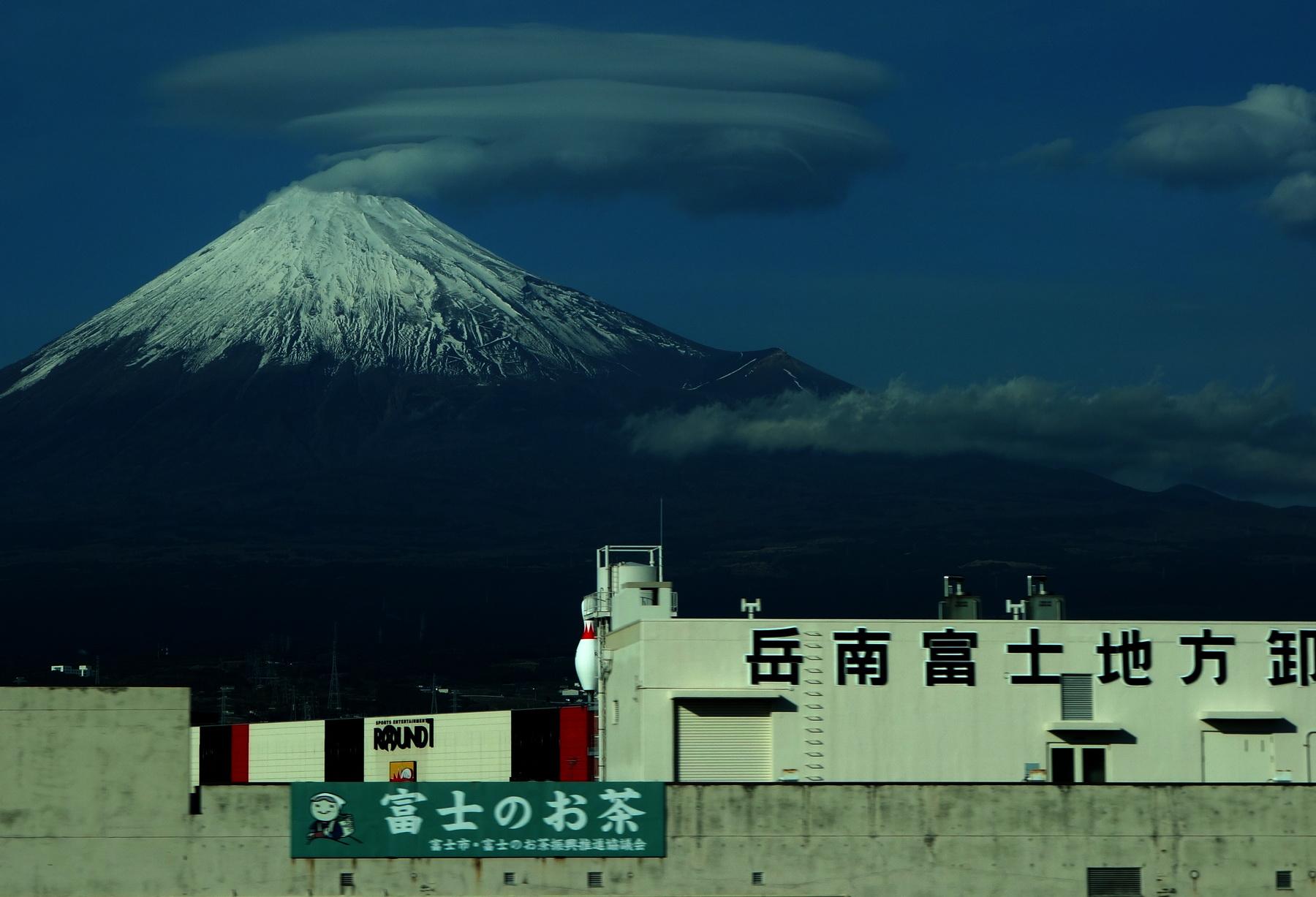 Лентикулярности вокруг Фуджи-сана