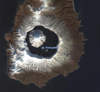 Вулкан Креницына в снегу