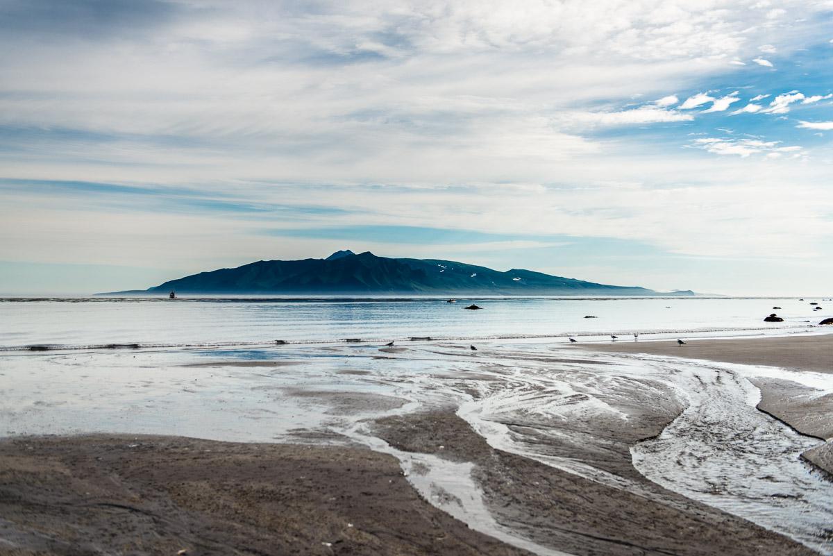 Вид на вулкан Креницына с острова Харимкотан