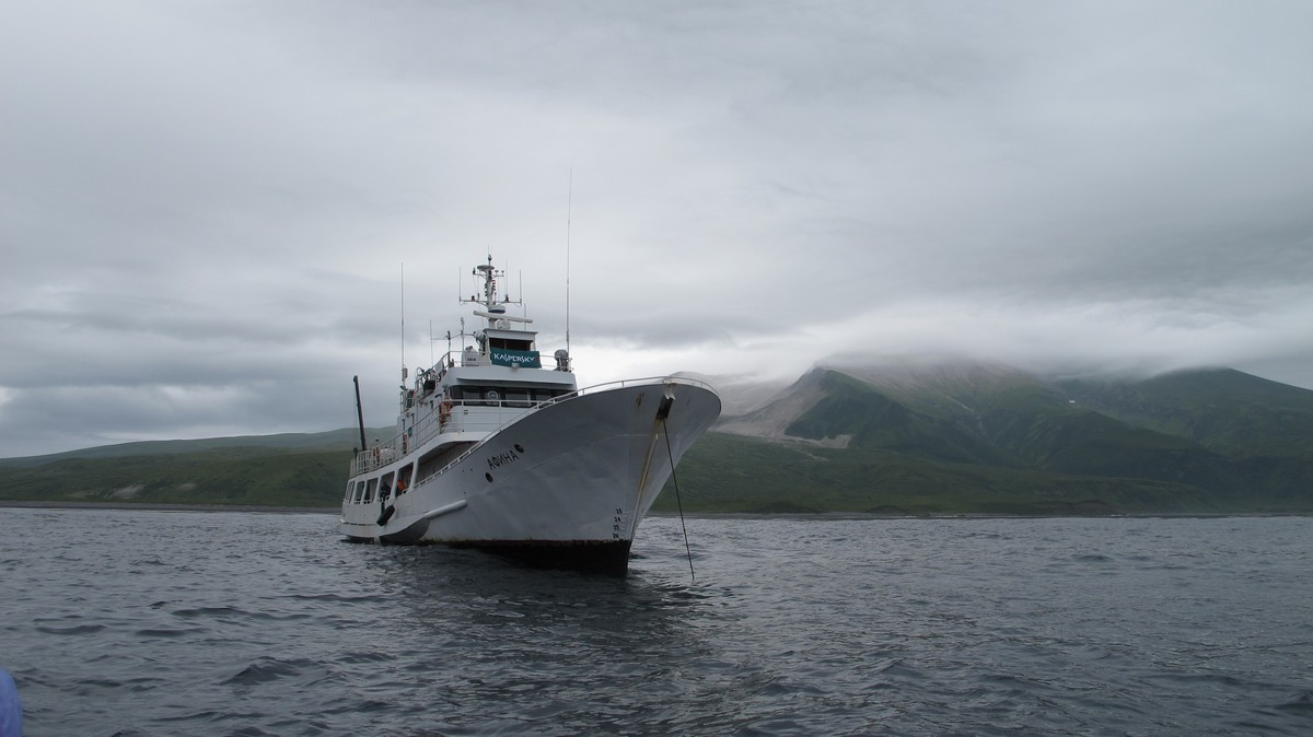 kuril-islands-boat-25