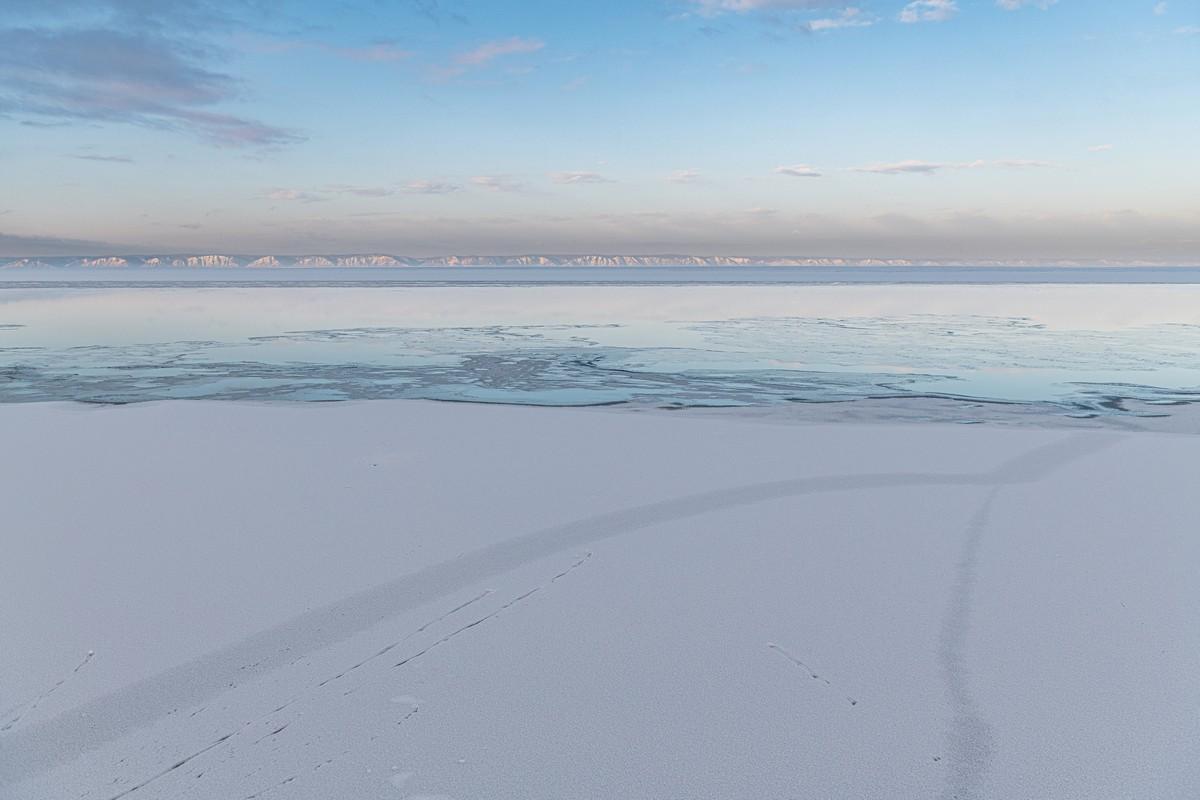 Байкал - половина пути от Магадана до Москвы. 336-5460