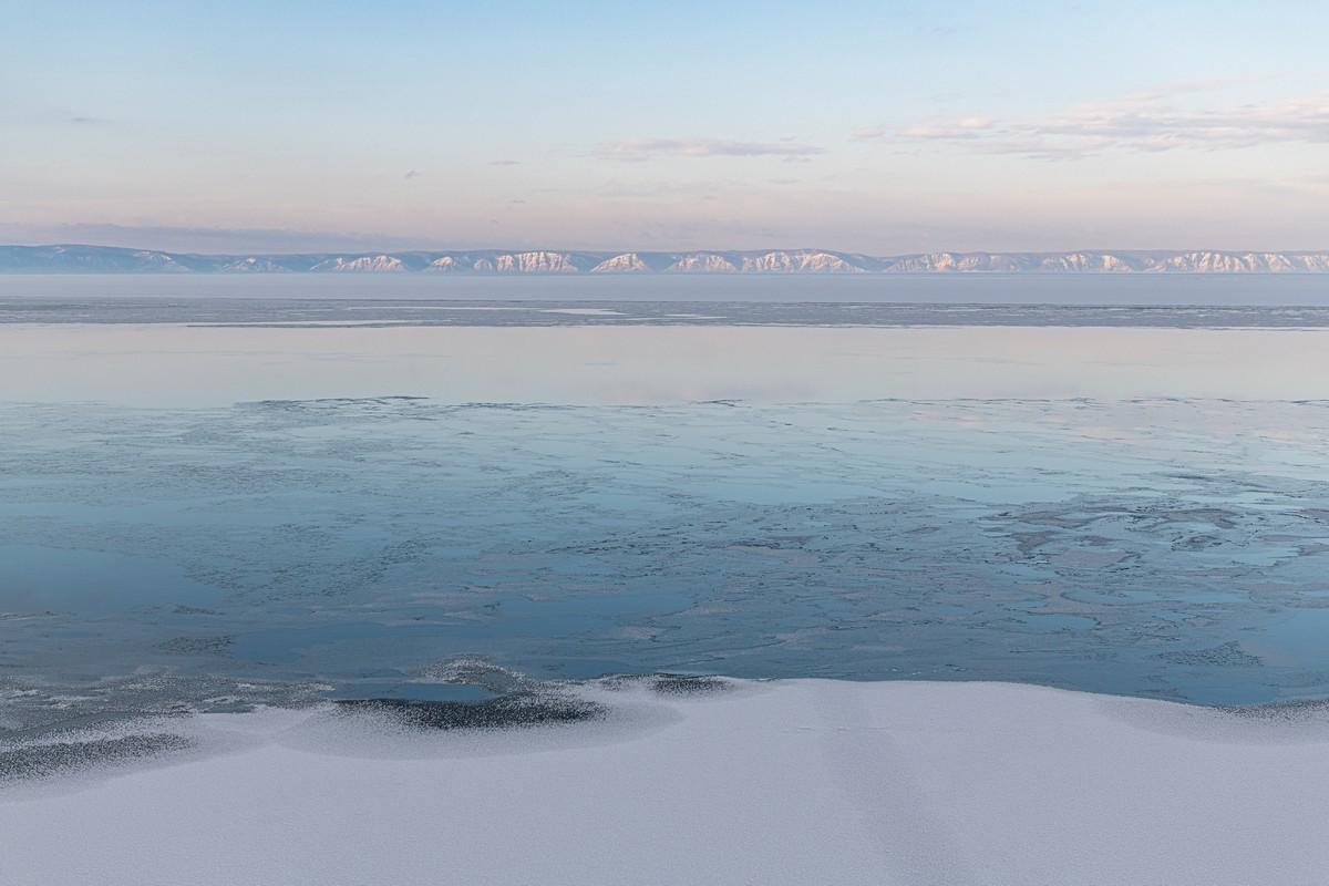 Байкал - половина пути от Магадана до Москвы. 336-5473