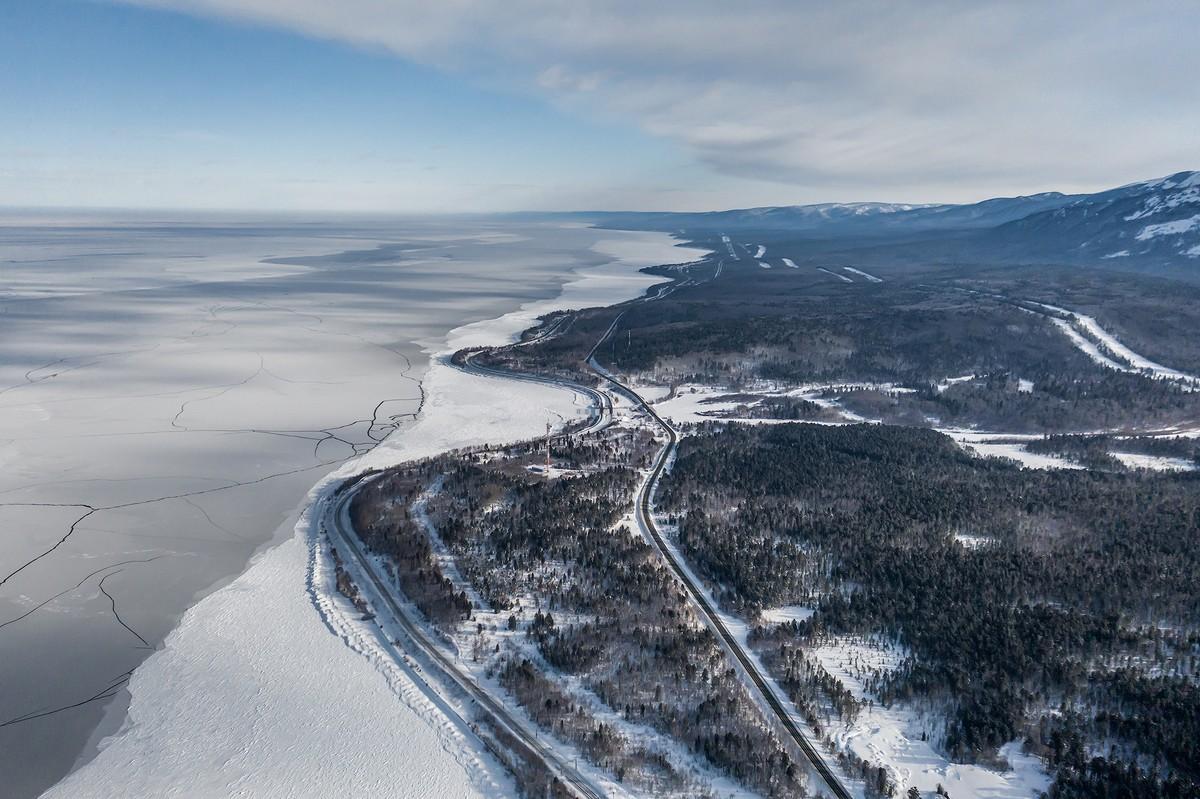 Байкал - половина пути от Магадана до Москвы. 337-0604