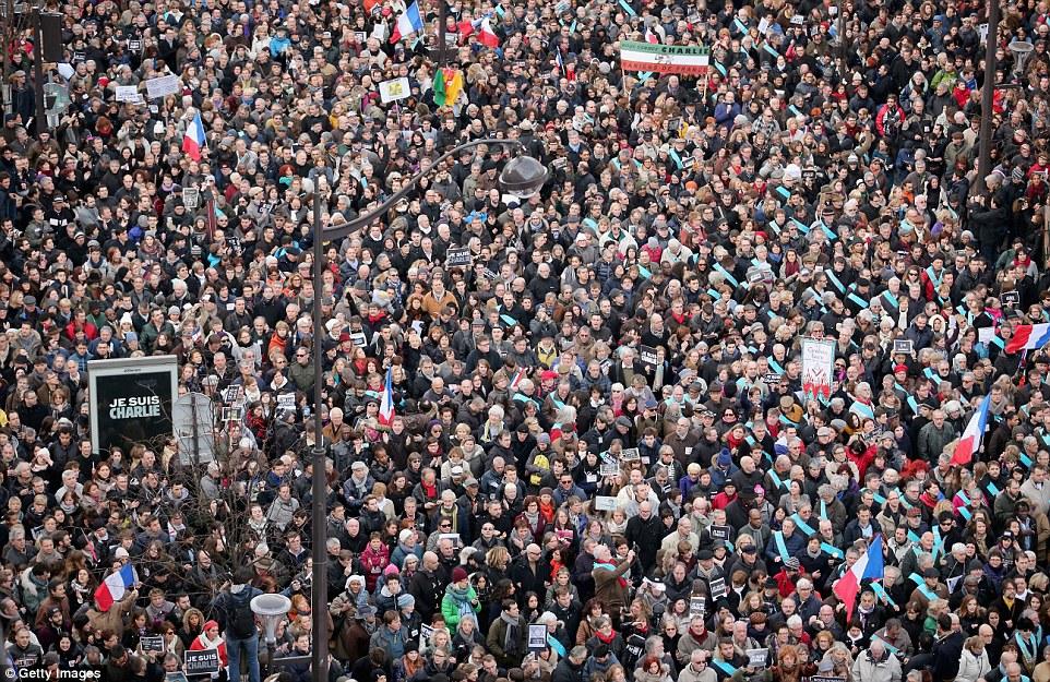 2497CA9900000578-2905307-PARIS_FRANCE_JANUARY_11_Demonstrators_make_their_way_along_Boule-a-46_1420991180675