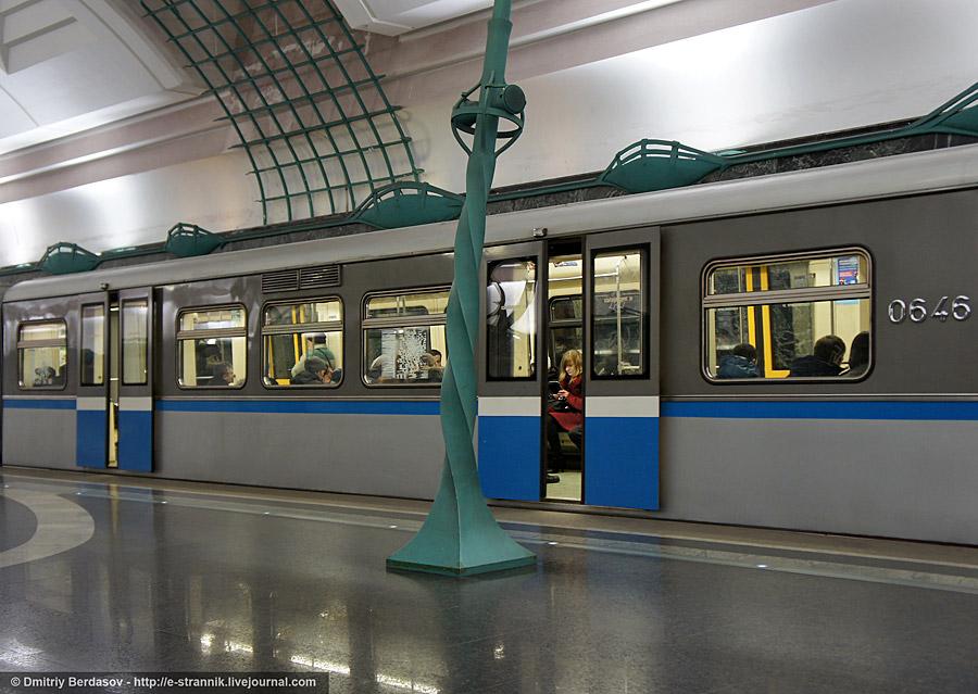 стальные двери метро крылатское