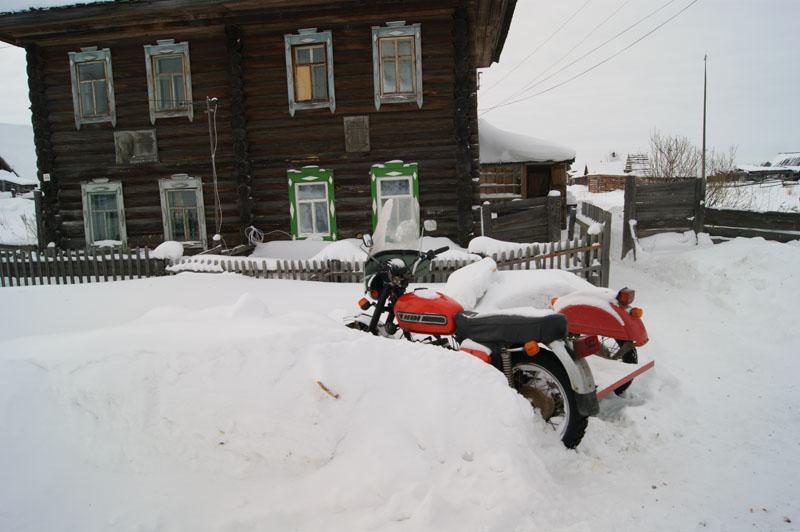 Далее,путь лежал по зимнику через село Каргасок (Томская область).  Дорога была непростой, пришлось пару раз помахать...