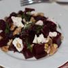 Свекольный салат с козьим сыром