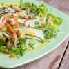 Взрывной салат с курицей и лапшой
