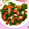 Салат с жареными грушами, орехами и голубым сыром