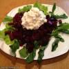 Свекольный салат с заправкой из зернёного творога