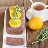 Постный шоколадный кекс с розмариновым сиропом и карамелизированными апельсинами