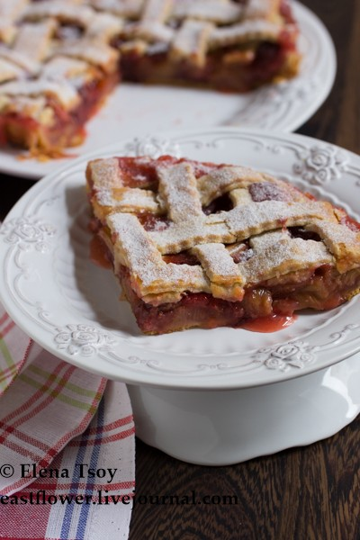 Пирог с ревенем и клубникой3