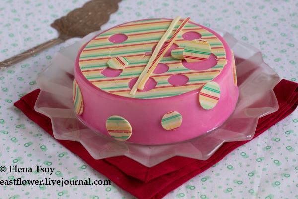 Торт с ревнем и клубникой