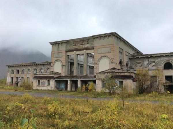 Заброшенный вокзал в Кировске