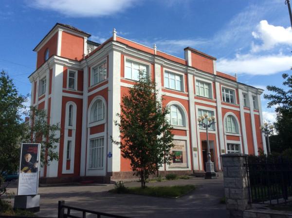 Здание Транспортно потребительского общества в Мурманске