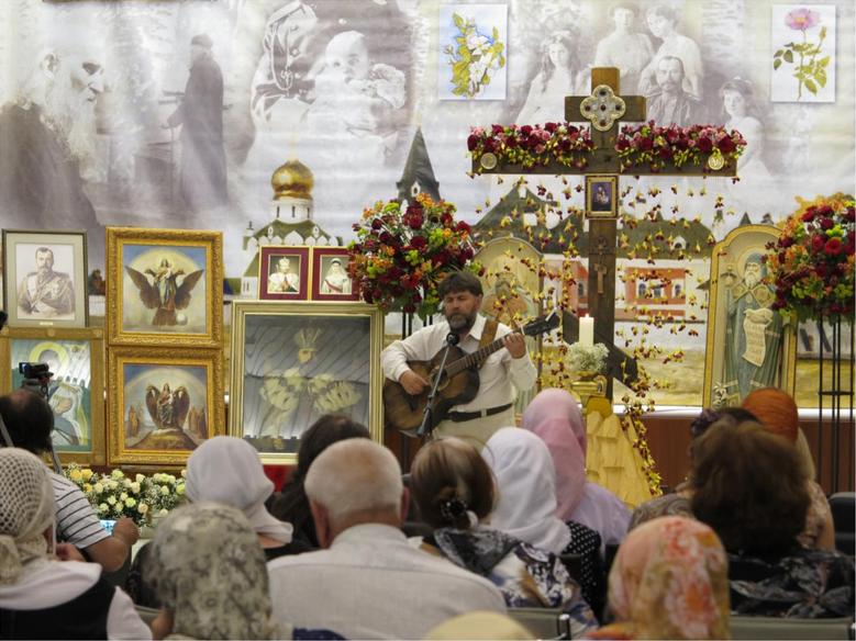 Лирник Василий Жданкин на XI Николаевских Чтениях в 2013 году в Москве