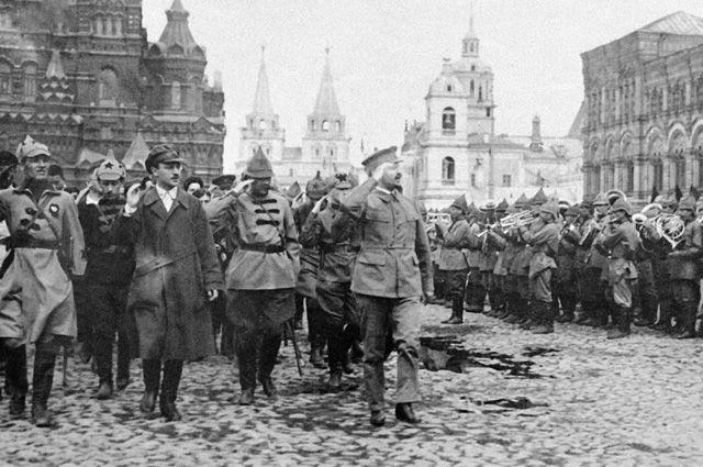 «Дубинка Ленина». Главной пружиной Октябрьского переворота был Лев Троцкий