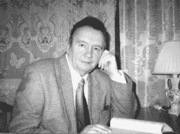 Панарин Александр Сергеевич (1940-2003) - доктор философских наук, профессор, заведующий кафедрой политологии философского факультета МГУ, директор Центра социально-философских исследований Института философии РАН.