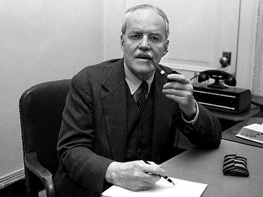 Аллен Уэлш Даллес (1893-1969) - американский дипломат и разведчик, руководитель резидентуры Управления стратегических служб в Берне (Швейцария) во время Второй мировой войны, директор Центральной разведки (1953—1961)