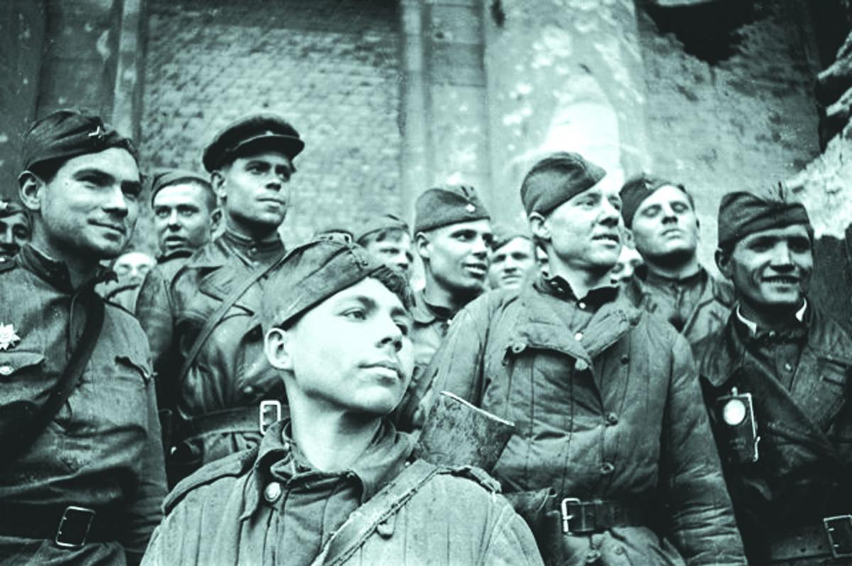 Григорий Петрович Булатов (1925-1973) - рядовой-разведчик Красной Армии, совместно с лейтенантом Рахимжаном Кошкарбаевым одними из первых водрузили красное знамя на фасаде здания Рейхстага 30 апреля 1945 года.