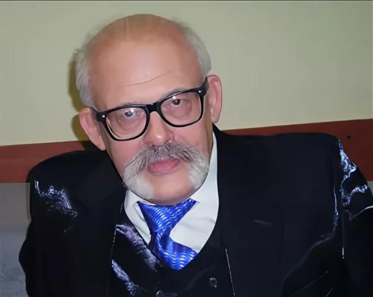 Михаил Иванович Буянов (1939-2012) - кандидат медицинских наук, президент Московской психотерапевтической академии (с 1992), действительный член Московской психотерапевтической академии, исследователь шизофрении, аутизма и пр. Путешественник, этнограф. С 1995 по 2001 год был консультантом Государственной думы Российской Федерации - Википедия