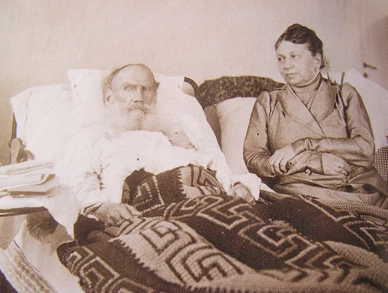 Tolstoy and Sofia in Crimea,1902. https://za.pinterest.com/pin/569635052860005925/