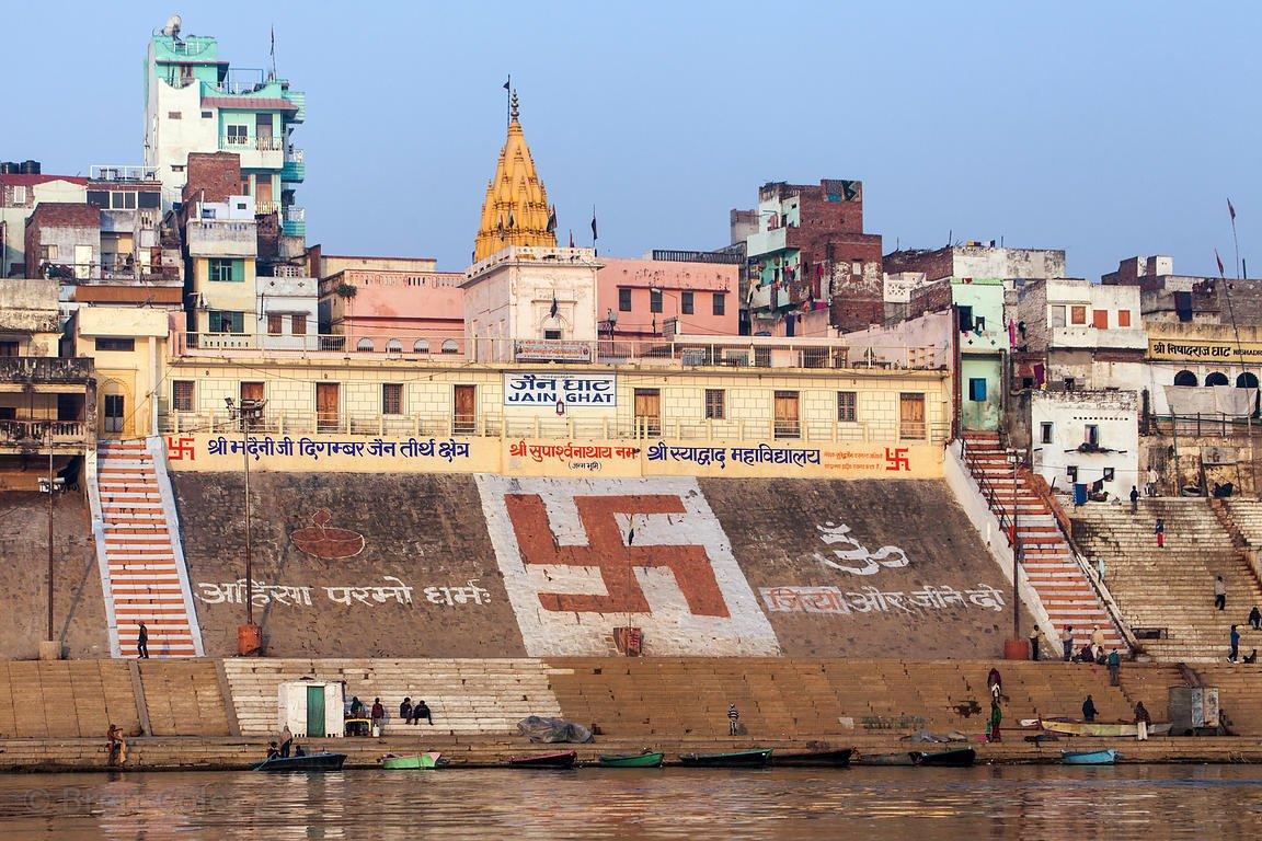 Изображение свастики в современной Индии